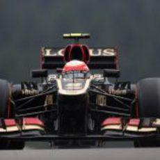 Romain Grosjean avanza con el E21