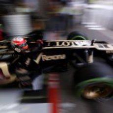 Romain Grosjean sale escopetado del garaje