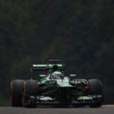 Heikki Kovalainen rueda con el compuesto duro