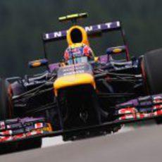 Mark Webber rueda en los entrenamientos del viernes