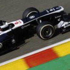 Pastor Maldonado a toda velocidad con el FW35
