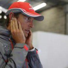 Jenson Button permanece fuera del  MP4-28