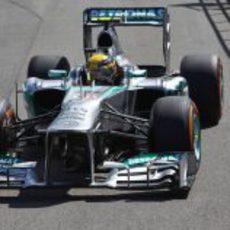 Lewis Hamilton rueda con el neumático duro