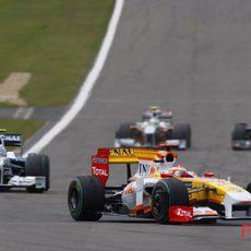 Alonso por delante de Heidfeld