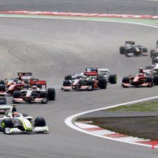 Barrichello se pone primero