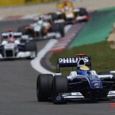 Rosberg mantiene la distancia