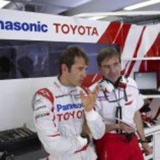Trulli habla con Pascal Vasselon