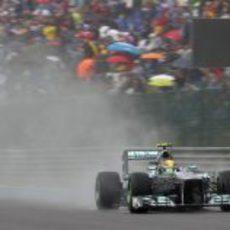 Lewis Hamilton, clasificando en mojado