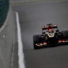 Kimi Räikkönen rozando el muro en Spa