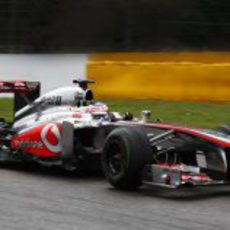 Jenson Button avanza con el intermedio