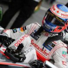 Jenson Button se sube al MP8-24