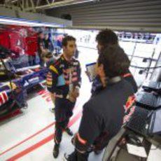 Daniel Ricciardo ultima detalles antes de la clasificación