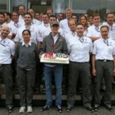Tarta para Nico Hülkenberg por sus 50 GPs