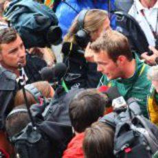 La prensa se vuelca con Giedo van der Garde