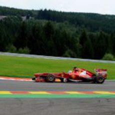 Fernando Alonso rueda con el duro durante el GP de Bélgica 2013