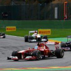 Alonso rueda por delante de Webber
