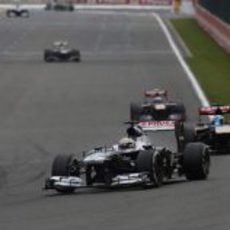 Pastor Maldonado, por delante de un Toro Rosso