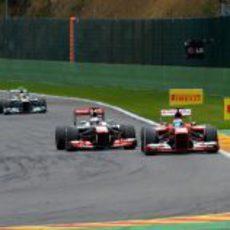 Alonso logra adelantar a Button