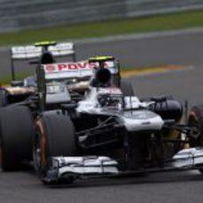 Valtteri Bottas mantiene a uno de los Sauber
