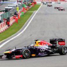 Sebastian Vettel abre hueco en Spa