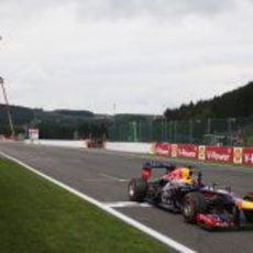 Sebastian Vettel cruza la meta en Spa