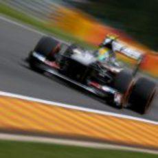 Esteban Gutiérrez alcanza gran velocidad en una de las rectas de Spa