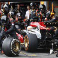 Romain Grosjean realiza su única parada en boxes de la carrera