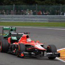 Bianchi rueda por delante de Pic