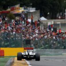 Jenson Button exprime su MP4-28 en el trazado de Spa