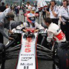 Jenson Button llega a su posición en parrilla