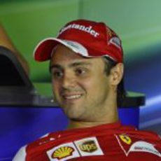 Felipe Massa, sonriente en la rueda de prensa de la FIA