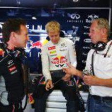 Charla amistosa entre Christian Horner, Sebastian Vettel y Helmut Marko