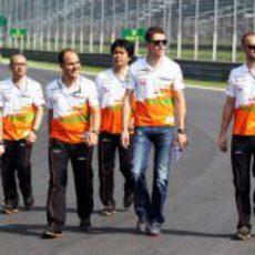 El equipo Force India da una vuelta en Monza