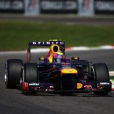 Mark Webber avanza en el trazado de Monza