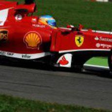 Fernando Alonso prueba el neumático duro en Monza