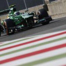 Heikki Kovalainen sale del 'pit-lane'