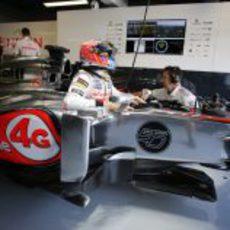 Jenson Button se mete en su MP4-28