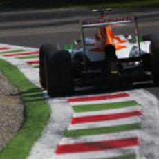 Adrian Sutil rueda con los duros con su VJM06