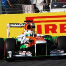 Paul di Resta rueda con los neumáticos duros