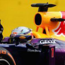 Dedo de la victoria de Sebastian Vettel