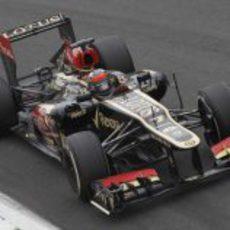 Kimi Räikkonen sale con el neumático medio