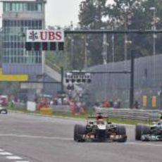 Lewis Hamilton adelanta a Räikkönen con la ayuda del DRS