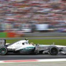 Lewis Hamilton marca un muy buen ritmo de carrera