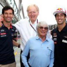 Mark Webber y Daniel Ricciardo, bien acompañados en Singapur