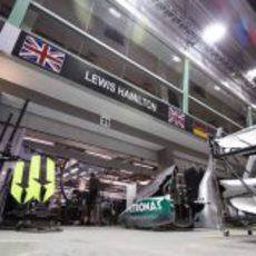 Trabajo en el garaje de Lewis Hamilton