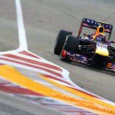 Mark Webber prueba el compuesto medio