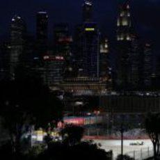 Un Caterham bajo el 'skyline' de Singapur
