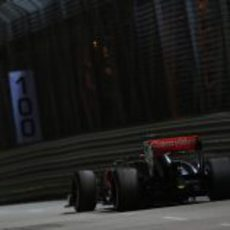 Jenson Button rueda en los Libres 2 del GP de Singapur
