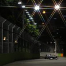 Valtteri Bottas afronta la siguiente curva