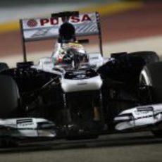 Pastor Maldonado trabaja al volante de su FW35
